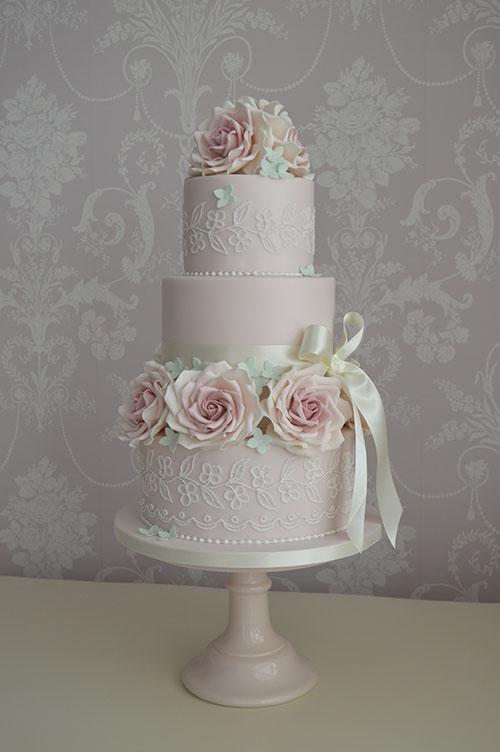 wedding cake in the hull area